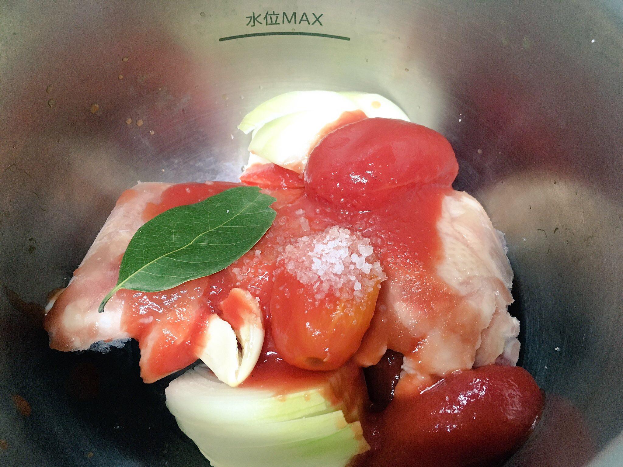 ホットクックでほろほろチキンのトマト煮込み加熱前
