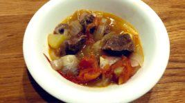 野菜と肉と塩で煮込む!絶品無水ビーフシチュー